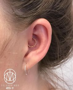 "Jesus Cabanas, Aka ""Sala"" on Instagram: ""Gold your Daith !!!! #appmember #pinpoint #pinpointpiercing#salabodymod#daith#daithpiercing #gold#safepiercing #appepiercing #earpiercing"" • Instagram"