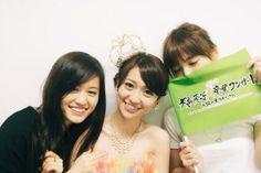 篠田麻里子 @mariko_dayo 久々の三人❤︎優子卒業ライブあっちゃんと応援しに行ったーー(^ν^)最高の晴れ女パワーを少しでも力にーー!ってあっちゃんと(笑)みんなのてるてる坊主効果が凄かったなぁー!! pic.twitter.com/Ol0bYazr6B