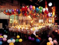One of the most important things in a party are the baloons. Them will create a colorful and funny atmosphere at the party!