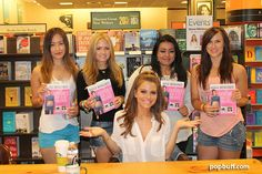 Fans with Maria Menounos