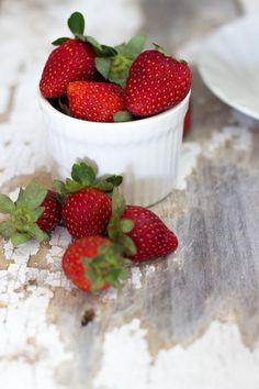 jessica cox:strawberry & coconut granola by jessica cox