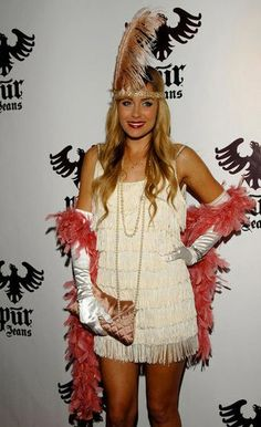 The Good, the Bad, and the Ugly - 70 Amazing Celebrity Halloween Costume Snaps! Flapper Girl Costumes, Chic Halloween, Celebrity Halloween Costumes, Last Minute Halloween Costumes, Halloween Outfits, Halloween Clothes, Costume Halloween, Halloween Ideas, Fancy Dress