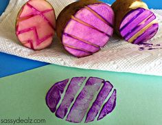 """What a cute idea! Use a potato to make Easter egg prints! """"Easter Egg Potato Stamping Craft for Kids - Sassy Dealz"""" Easter Craft Activities, Easter Crafts For Toddlers, Easter Art, Easter Projects, Easter Crafts For Kids, Toddler Crafts, Preschool Projects, Hoppy Easter, Easter Ideas"""