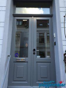 Die Eingangstür ist das Erste, was der Besucher aus der Nähe betrachtet. Darum gehört die Aufarbeitung der Tür zu einem guten Aussenanstrich vom Bremer Fachbetrieb einfach dazu!