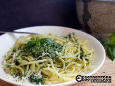 Ich liiiiiebe Basilikum-Pesto mit Nudeln! Pasta, Ethnic Recipes, Food, Noodles, Meal, Essen, Hoods, Meals, Eten
