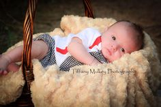 Newborn session. Outdoor. Baby. Family.