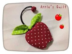 Apple Key Cover: no info Sewing Crafts, Sewing Projects, Projects To Try, Diy Clothes Hacks, Fabric Ornaments, Key Pouch, Key Covers, Sewing Appliques, Craft Bags