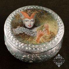 Пошаговый фото мастер класс по декупажу шкатулки с поталью, вживлением в него распечатки и имитацией серебра