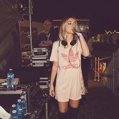When your dad disapproves in the background but says nothing by alisonwonderland Edgy Outfits, Summer Outfits, Cute Outfits, Music Festival Outfits, Festival Fashion, Divas, Girl Dj, Alison Wonderland, Yeezy Fashion