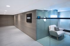 Bean Buro has designed the new offices of online transportation network tech company Uber located in Hong Kong. Bean Buro's design for UBER's new Hong Corporate Office Design, Workplace Design, Architecture Office, Architecture Design, Corridor Lighting, Office Lobby, Office Interiors, Feng Shui, Hong Kong