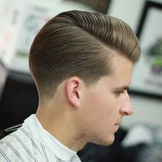 The top short hairstyles for men for the year 2018 are eye-catching and somewhat sophisticated. Today the short mens hairstyles have become particularly. Best Short Haircuts, Cool Haircuts, Haircuts For Men, Hair And Beard Styles, Curly Hair Styles, Stylish Mens Haircuts, Classic Mens Hairstyles, Side Part Haircut, Modern Pompadour