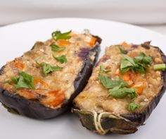 Stuffed eggplant is an excellent choice for a vegetarian main course or makes a delicious vegetable side dish recipe. A healthy food choice. Healthy Eating Recipes, Vegetarian Recipes, Healthy Food Choices, Cooking Recipes, Greek Recipes, Indian Food Recipes, Ethnic Recipes, Stuffed Eggplant Vegetarian, Greek Dinners