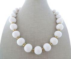 Collana con corallo bianco, girocollo pietre dure, bijoux artigianali, gioielli