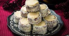 Fehér csokis hólabda recept képpel. Hozzávalók és az elkészítés részletes leírása. A fehér csokis hólabda elkészítési ideje: 75 perc Cheesecake, Muffin, Food And Drink, Sweets, Cookies, Breakfast, Foods, Juice, Recipes