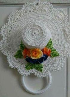 Christmas flower pattern by Celia Crochet Christmas Ornaments, Christmas Crochet Patterns, Crochet Flower Patterns, Handmade Ornaments, Crochet Motif, Crochet Doilies, Crochet Flowers, Crochet Kitchen, Crochet Home