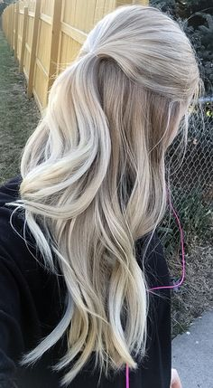 Blonde balayage hair for 2018! A strawberry ash blonde base with lighter cool blonde at the bottom.