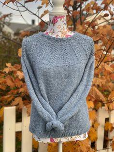 Ja, det heter genseren, sky is the limit🌸 Den er strikket i sky garn fra Drops🌸 Genseren er strikket ovenfra og ned🌸 #fashion #fashionknit #knitsweaters #knit #knitting #knitted #stricken #strikning #strikkeopskrift #uncinetto #diy #topdown Top Down, Fashion Forms, Knitting, Sweaters, Style, Swag, Tricot, Cast On Knitting, Stricken