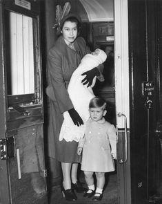 The Queen Took a Commuter Train- TownandCountrymag.com Prinz Philip, Prinz Charles, Prinz William, Lady Diana, English Royal Family, British Royal Families, Princess Margaret, Princess Charlotte, Baby Princess