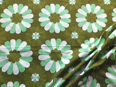 Vintage 60's Poly-Cotton Fabric Retro Green Daisy Design | eBay