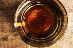 La révolution martiniquaise du rhum   Recette du Ti-Punch : 1 tranche de lime (citron vert),  1 c. à thé de sucre brun granulé ou de cassonade, 3 c. à soupe de rhum agricole. PRÉPARATION : Dans un verre, écraser légèrement la lime avec le sucre. Compléter avec le rhum et mélanger.   La Martinique fait rêver les vacanciers avec ses plages de sable fin. L'île antillaise ravit également les amateurs de rhum.
