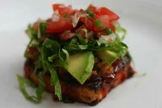 Grilled Mexican BBQ Tofu topped w/ Vegetarian Refried Beans, Avocado, Lettuce & Salsa Veggie Recipes, Mexican Food Recipes, Vegetarian Recipes, Healthy Recipes, Veggie Dinners, Vegetarian Mexican, Vegetarian Cooking, Mexican Dishes, Tofu Dishes