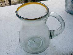 Jarra pera de vidrio soplado. Más info en: www.artesaniasdetonala.com
