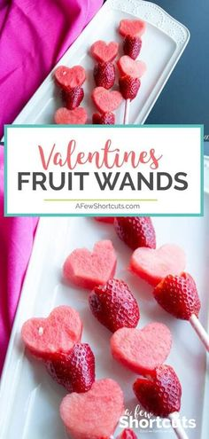 Valentine's Day is coming. These Valentine Fruit Wands are so cute and perfect for a healthy treat! Great snack for the kids any time of year! ankündigung am valentinstag bild ideen Valentine Fruit Wands Valentine Desserts, Valentines Day Food, Valentine Treats, Valentine Day Crafts, Valentine Party, Valentine Preschool Party, Valentine Dinner Ideas, Valentines Recipes, Birthday Desserts