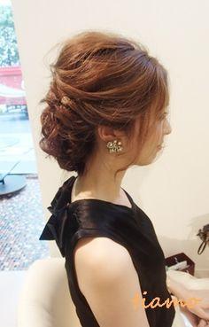 美人花嫁さまのルーズな外人風style♡リハ編  大人可愛いブライダルヘアメイク『tiamo』の結婚カタログ