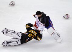 Love this pic! Price puttin a beatdown on that jerk tim thomas! Goalie Gear, Hockey Goalie, Hockey Games, Hockey Players, Ice Hockey, Montreal Canadiens, Mtl Canadiens, Boston Bruins Hockey, Blackhawks Hockey