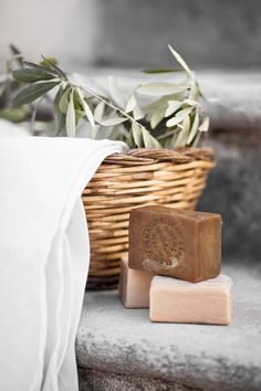 Seifen soap photography This Ivy House: Photo Handmade Soap Packaging, Handmade Soap Recipes, Handmade Soaps, Packaging Boxes, Homemade Scrub, Homemade Skin Care, Maybelline Concealer, Limpieza Natural, Soap Melt And Pour