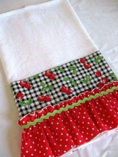Best 11 Pretty, practical and functional! Dress up your kitchen with this ruffled flour sack dish towel or surprise your favorite cook with a one of kind – SkillOfKing. Dish Towels, Hand Towels, Tea Towels, Fabric Crafts, Sewing Crafts, Sewing Projects, Towel Crafts, Flour Sack Towels, Flour Sacks