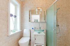 So beautiful guest bath room