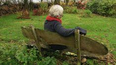 Einsamkeit bei Senioren durch Corona-Pandemie deutlich verschärft 71% der Befragten haben weniger oder keine sozialen Kontakte und sind aufgrund von Corona isoliert. Was dagegen tun? Leben Wheelbarrow, Workout, Outdoor, Exercises, Heart, Food, Corona, Loneliness, Life