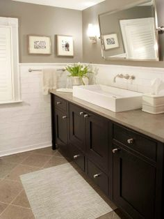 Bath idea. Mix of traditional elements with modern ones.