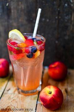 Nektarinen-Limonade mit fancy Eiswürfeln