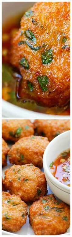 Thai Shrimp Cake ~ Best Thai shrimp cakes recipe loaded with shrimp, red curry, long beans and served with sweet chili sauce... So good! #seafoodrecipes