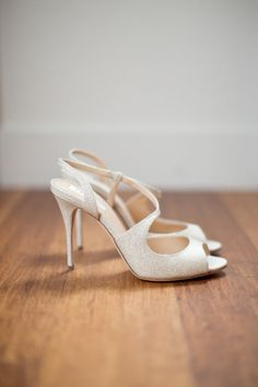 Chic shoes: http://www.stylemepretty.com/2015/04/08/whimsical-colorful-london-gallery-wedding/ | Photography: Caught the Light - http://caughtthelight.com/