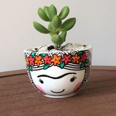 Pottery Painting, Diy Painting, Mini Plantas, Painted Plant Pots, Cement Pots, Cement Crafts, Bowl Designs, Mexican Designs, Idee Diy