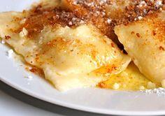 Tvarohové taštičky s povidly Dessert Recipes, Desserts, Mashed Potatoes, French Toast, Pasta, Dishes, Baking, Breakfast, Ethnic Recipes