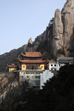 Mountain Temple, China Wonderful Places, Great Places, Places To See, Beautiful Places, Beijing, Places Around The World, Around The Worlds, Chinese Architecture, Buddhist Temple