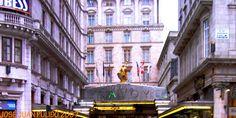El Hotel Savoy es un hotel de lujo situado en Strand en la Ciudad de Westminster. Construido por el empresario Richard D'Oyly Carte. fue el primer hotel de lujo en el Reino Unido que introdujo la iluminación eléctrica en todo el edificio, ascensores eléctricos, baños en la mayoría de las habitaciones lujosamente amuebladas, agua corriente caliente y fría constante. The Savoy Hotel is a luxury hotel located on Strand in the City of Westminster. Built by businessman Richard D'Oyly Carte.