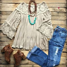 Pin by rachel mahoney on boho chic fashion, style, sneakers street style. Country Outfits, Western Outfits, Western Wear, Country Dresses, Country Chic Clothing, Stylish Outfits, Cute Outfits, Everyday Casual Outfits, Sneakers Street Style