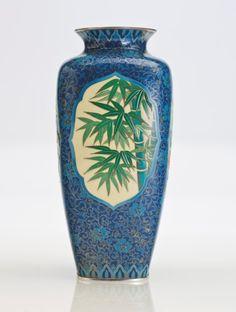 A moriage cloisonné enamel vase Taisho Period, Vitreous Enamel, Japanese Porcelain, Wood Boxes, Pottery Art, Metal Working, Worship, Objects, Wire