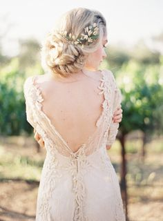 Lace Wedding Gown in an Outdoor Bridal Session | Wedding Sparrow | Mint Photography