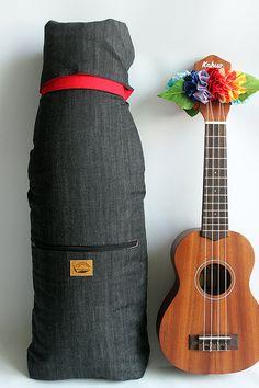 Soprano ukulele case & ribbon lei Ready to ship/ black by ukuhappy