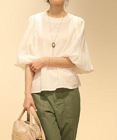 And A FEMME(アンドエーファム)のアームギャザーカラーシャツ(シャツ/ブラウス)|ホワイト