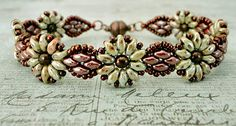 Daisy Duo Bracelet - Linda Crafty does it again.  Uses SuperDuos, 8/10 seed beads, & 4mm druks.  Daisy motif would make a cute earring.