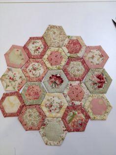 Happy Appliquer: Quilt As You Go Hexagon Tutorial