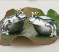Solid Metal Cast Salt and Pepper Shaker King Frog SLAGELSE with golden crown by FINE European Stuff by LM Accessoires. $69.00. Gift Box. Green Eyes. Solid Metal Cast. Salt and Pepper Shakers. Gold colored eyes. Wonderful designed Salt and Pepper Shakers in the shape of the King Frog. The shakers are made of solid metal cast. Please check our other listings for Fine European stuff.