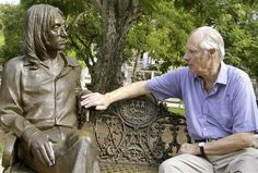 """"""" The last """"meeting"""" of John Lennon and George Martin. FILE - In this Oct. file photo, Beatles producer George Martin touches a statue of John Lennon in a park in. Ringo Starr, Paul Mccartney, John Lennon Beatles, The Beatles, George Harrison, Sir George Martin, Henry Martin, George Henry, Wall Of Sound"""